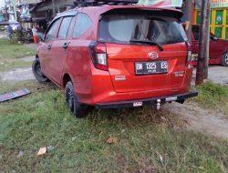 Daihatsu Sigra Tabrak Pengendara Motor