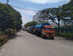 Truck CPO Berlapis Dua Di Pintu Masuk Pelabuhan Pelindo