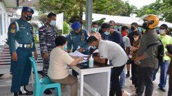 TNI AL Lanal Dumai Laksanakan Serbuan Vaksinasi di Pulau Terluar